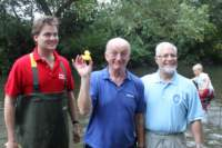 Oz Clarke holding the Winning Duck in 2011