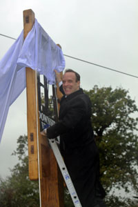 Dominic Raab MP unveils the new village sign